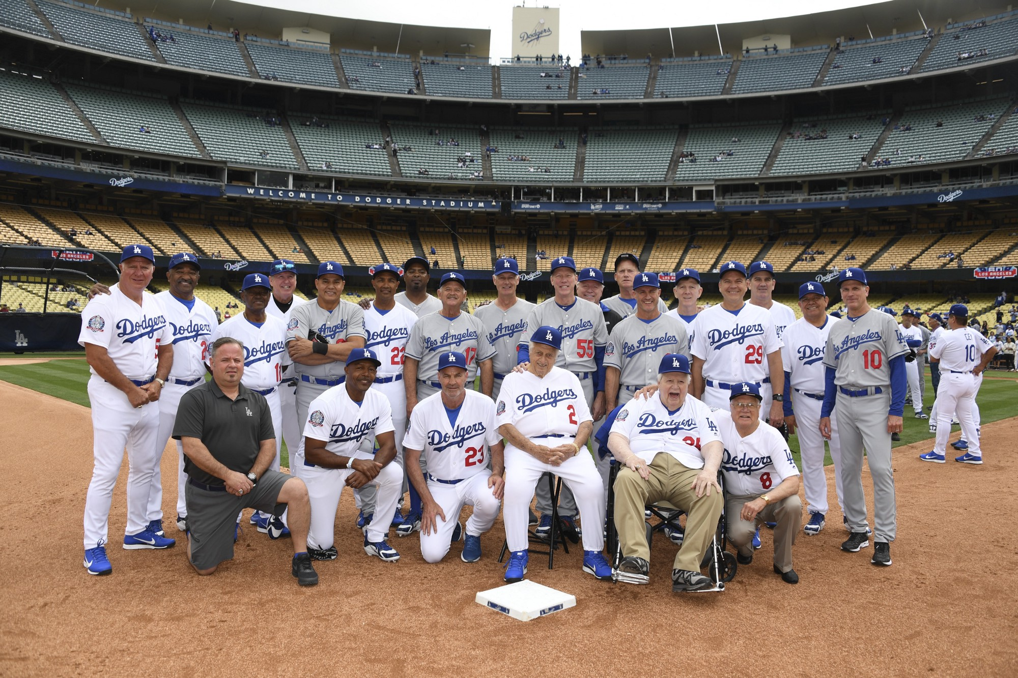 dodgers celebrate 30th anniversary of 1988 champion team at alumni game