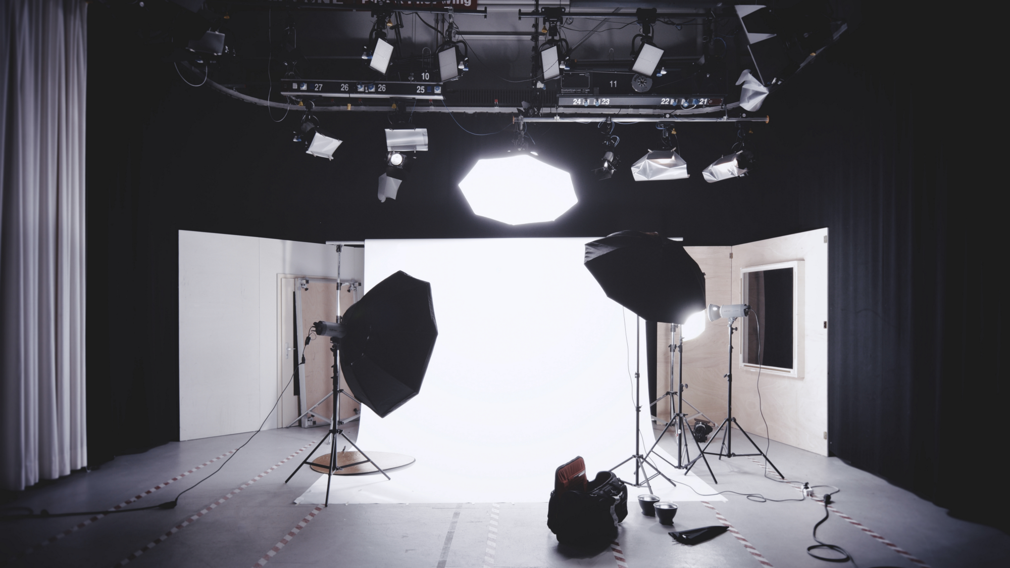 The Best Studio Lights For Youtubers Octoly Magazine