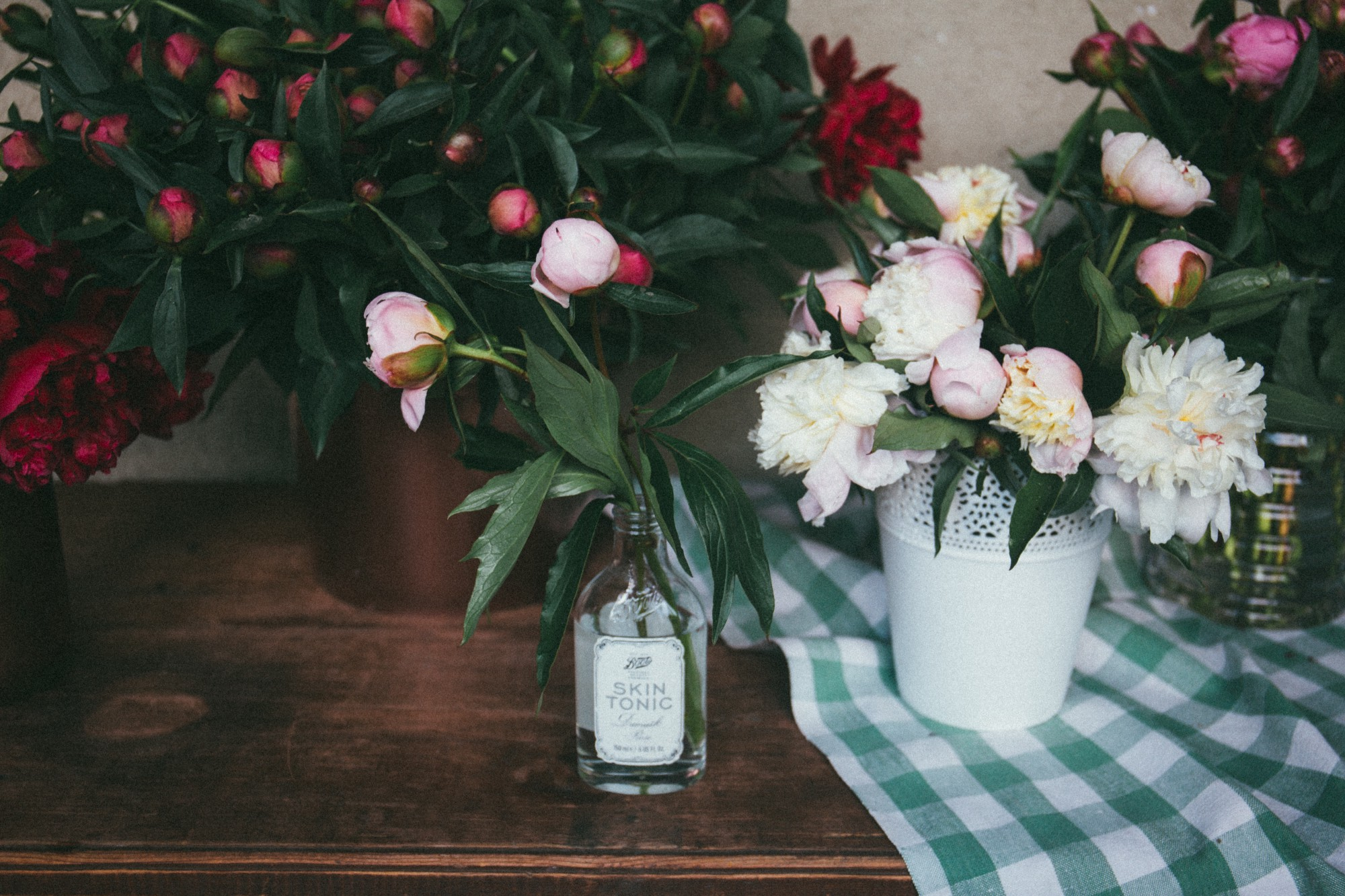 Keep your cut flowers fresh for longer fifty fifty magazine spring is in the air and the flowers are blooming and there is nothing nicer to see around the house than vases of flowers they help make the house look reviewsmspy