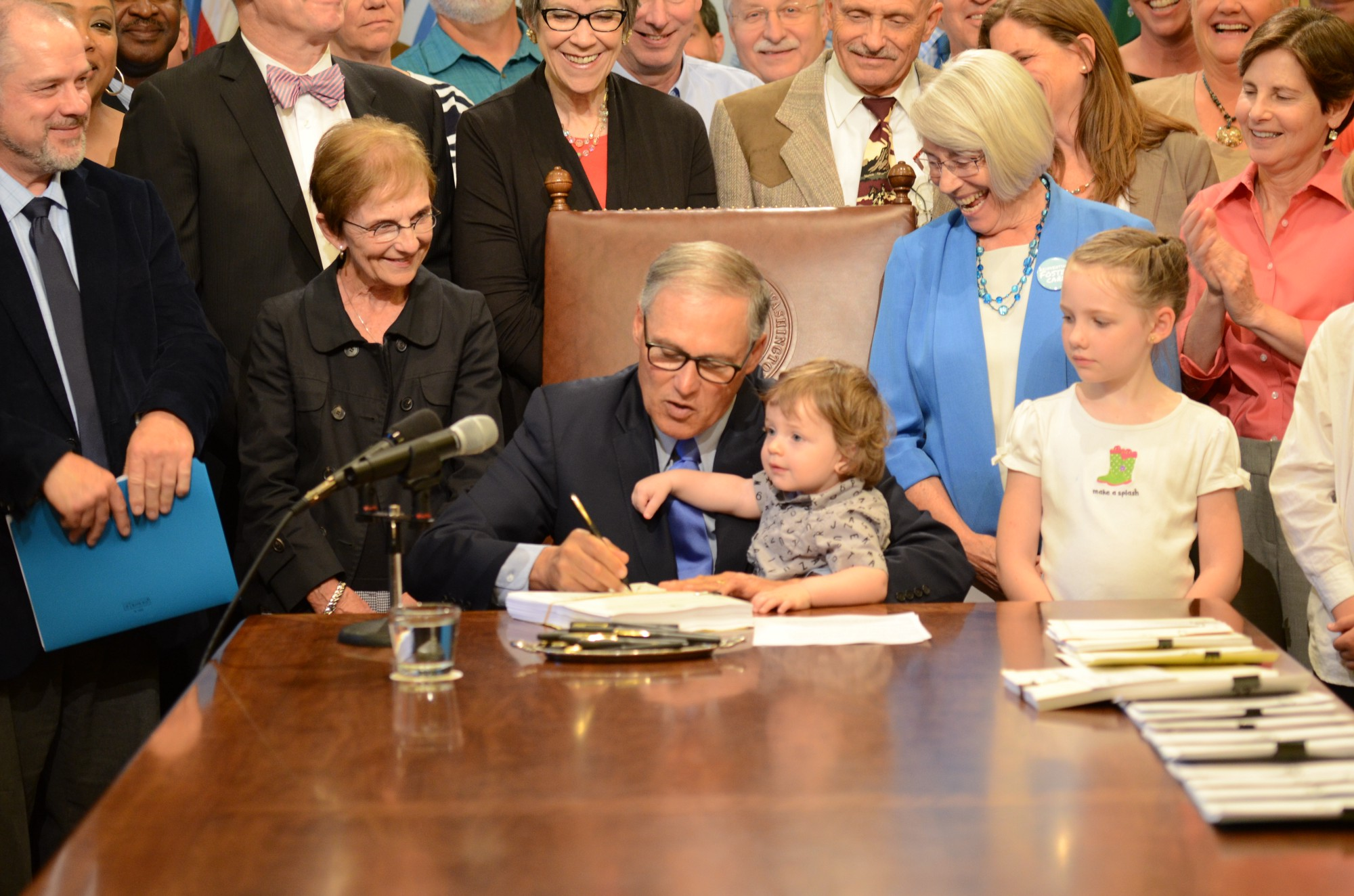 Washington state government for kids - Gov Jay Inslee Signs A Bill Thursday To Create The New Washington State Department Of Children Youth And Families Official Governor S Office Photo