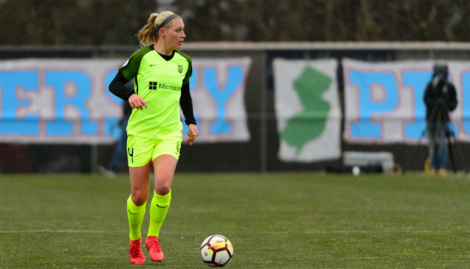 Defender Megan Oyster Re-Signs With Reign FC for 2019 NWSL Season