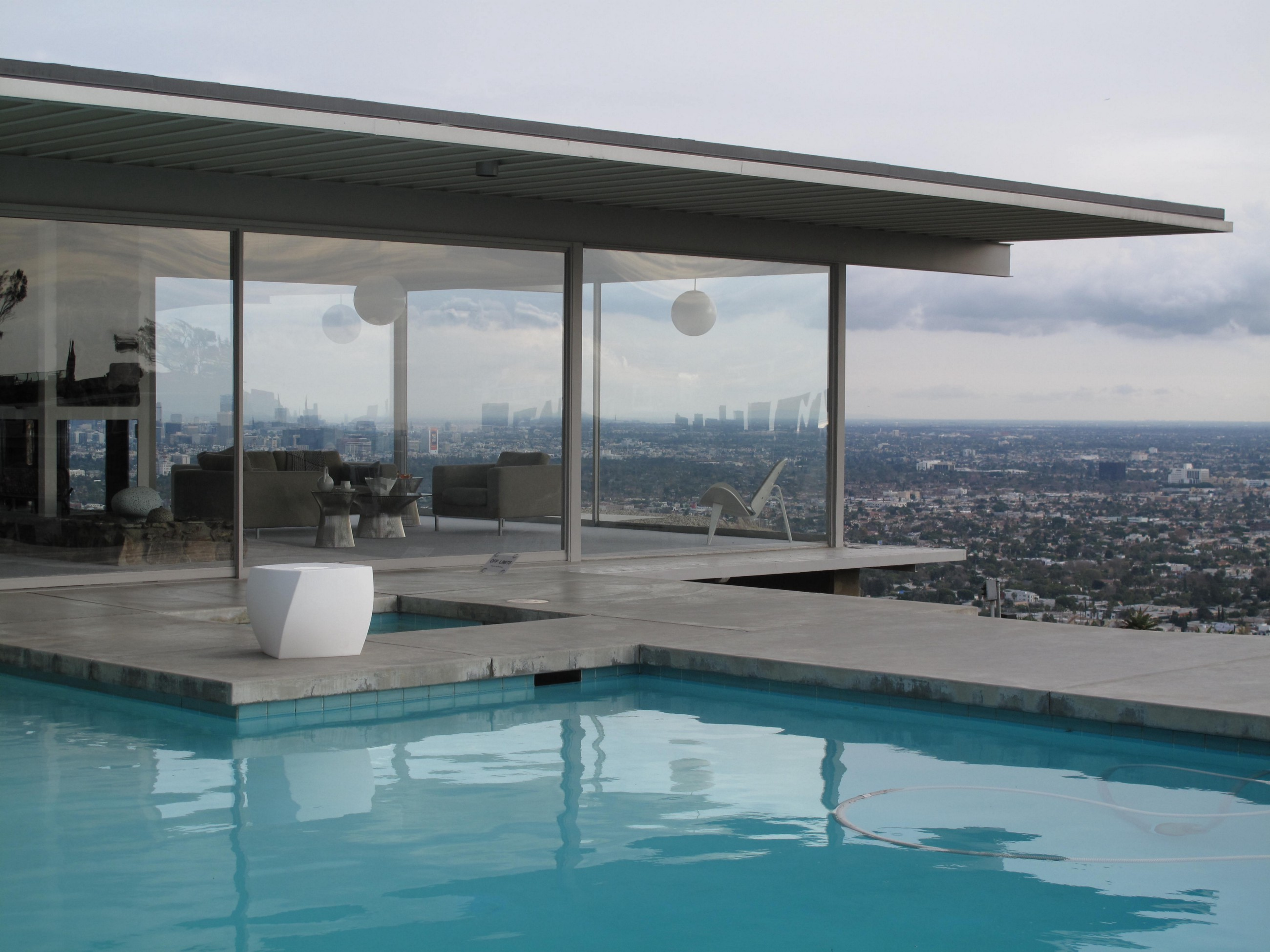 Case Study House 22 Erin Mitchell Medium - Stahl-house-a-modern-residence-in-los-angeles