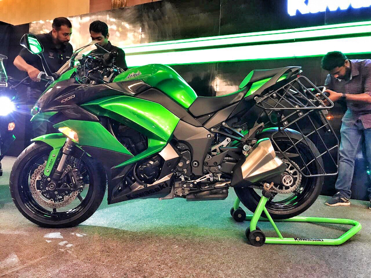 Kawasaki Launches 2017 Ninja 1000 At An Insane 998 Lac