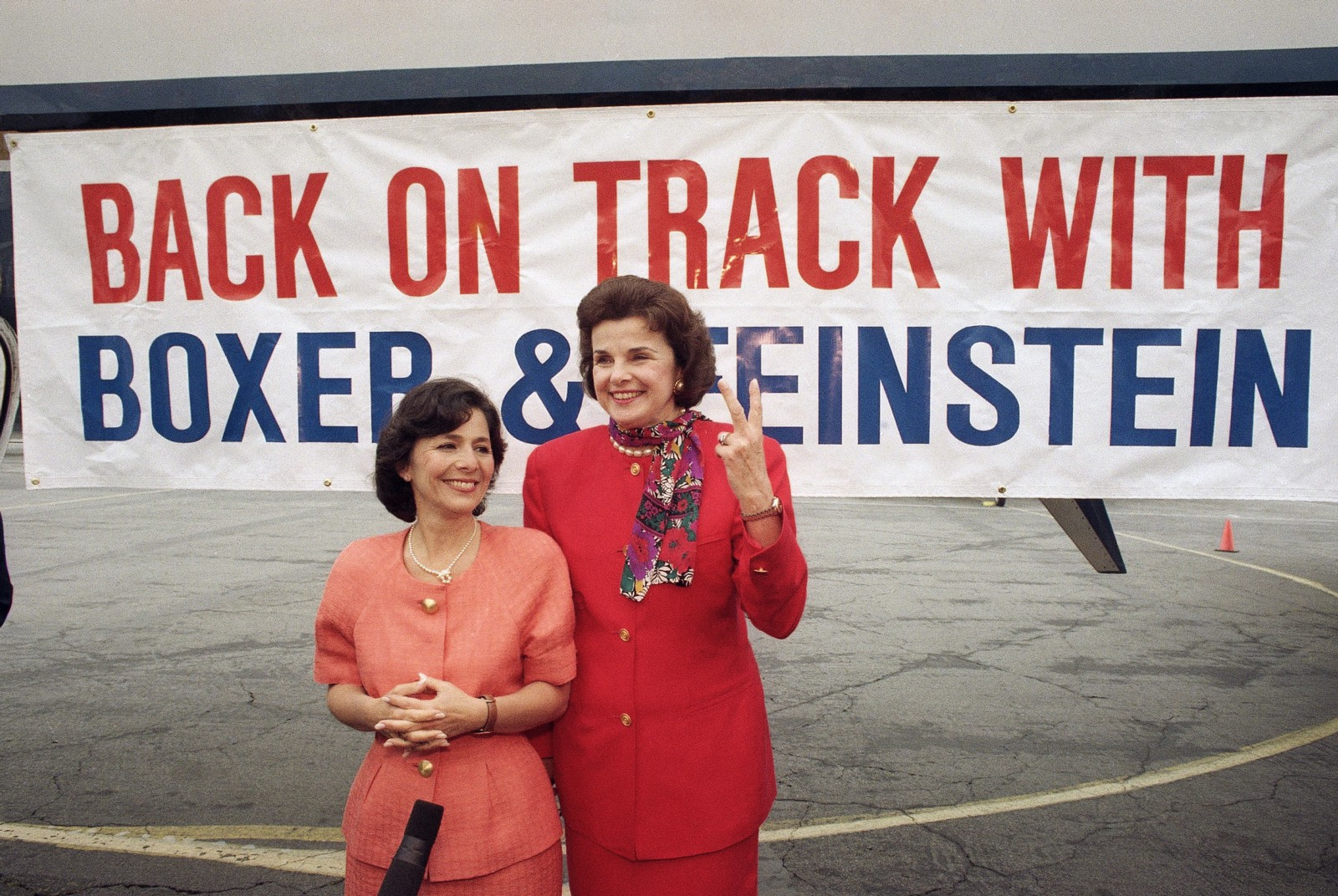 California Senate Democrats Barbara Boxer (left) and Dianne Feinstein in  Los Angeles, June 3, 1992. (AP)