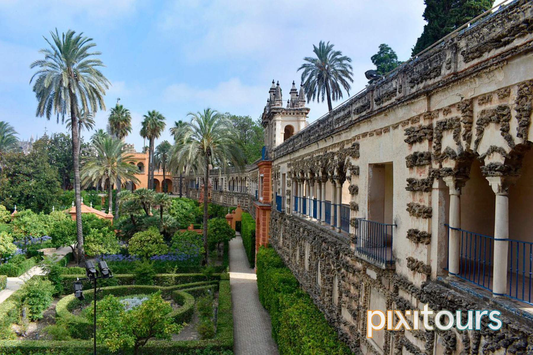 The wide view of the Alcazar Palace Gardens