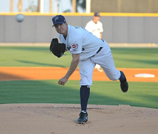 MLB rehabber Manny Parra pitches against the Lookouts on May 13, 2013.