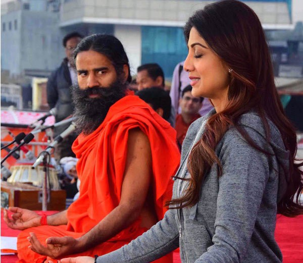 Shilpa Shetty And Baba Ramdev During A Yoga Session In Mumbai Whos Got The Better Posture