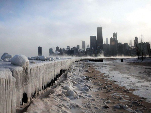 Chicago on a cold and windy day (alin_savu /iStock)