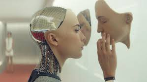 "Image extraite du Film [***Ex Machina,***](https://fr.wikipedia.org/wiki/Ex_Machina_%28film%29) *de* [Alex Garland](https://fr.wikipedia.org/wiki/Alex_Garland ""Alex Garland"")"