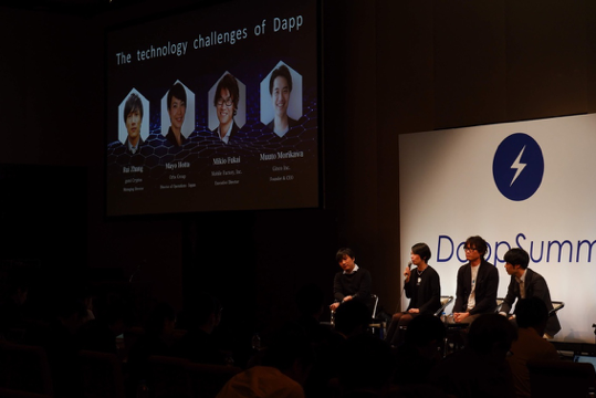 Mayo answering audience questions on 'The technology challenge of DApp'panel