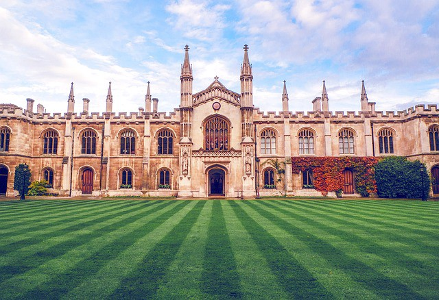 Oxbridge colleges by nobel prizes by university