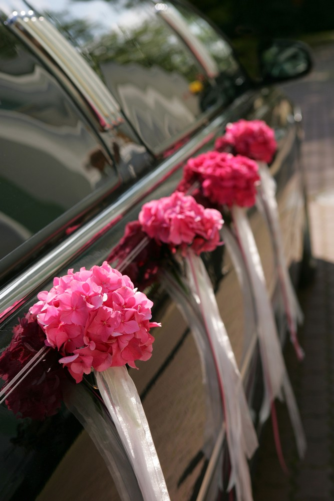 3 Ways To Decorate Your Wedding Limo Advance Executive