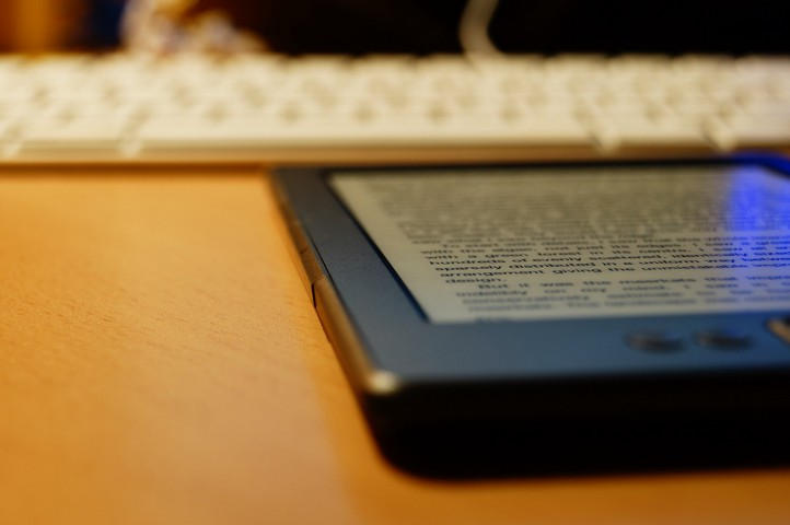 """Digital Reading"" flickr user jose.jhg"