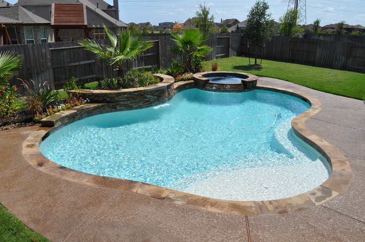 How To Design A Swimming Pool Using Ledger Stone And Glass Tiles?