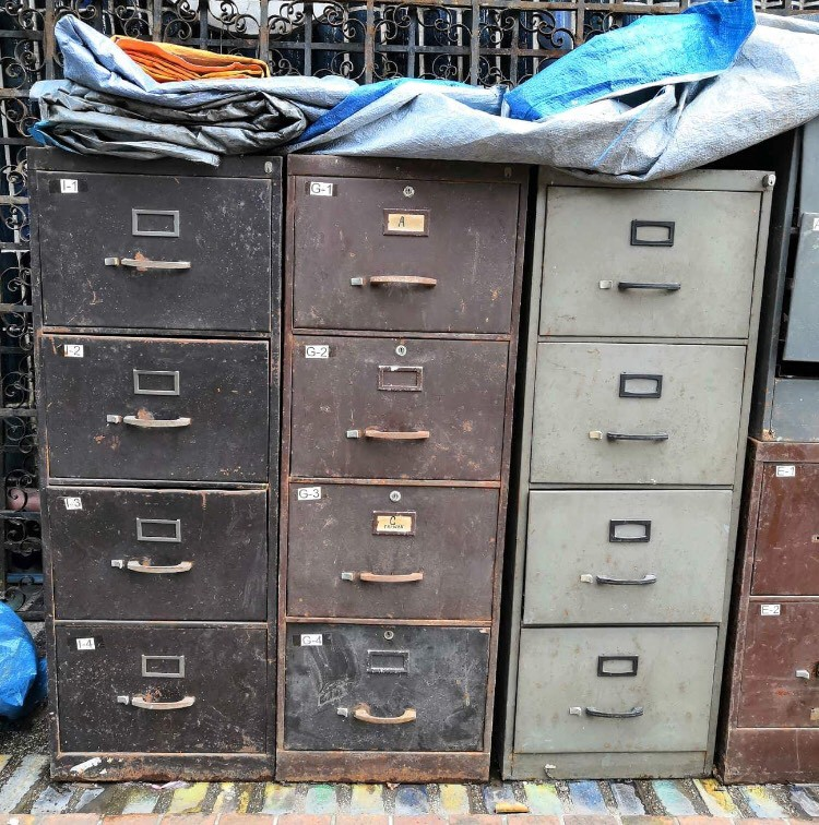 SELLING YOUR OLD FURNITURE TO JUNK SHOP?