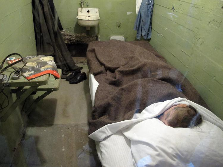 1*MapdSPye Y3pwJXXuIF8fg - One Of The Convicts Who Escaped Alcatraz In 1962 May Have Surfaced