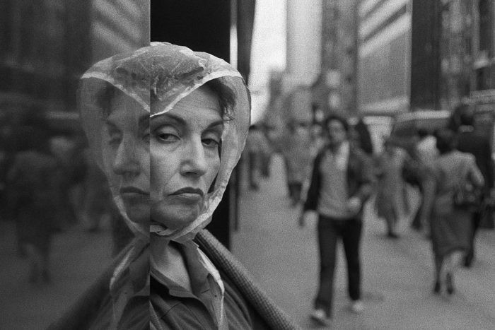 Two Faces, 5th Ave., NYC, 1989 © Richard Sandler / The Eyes of the City