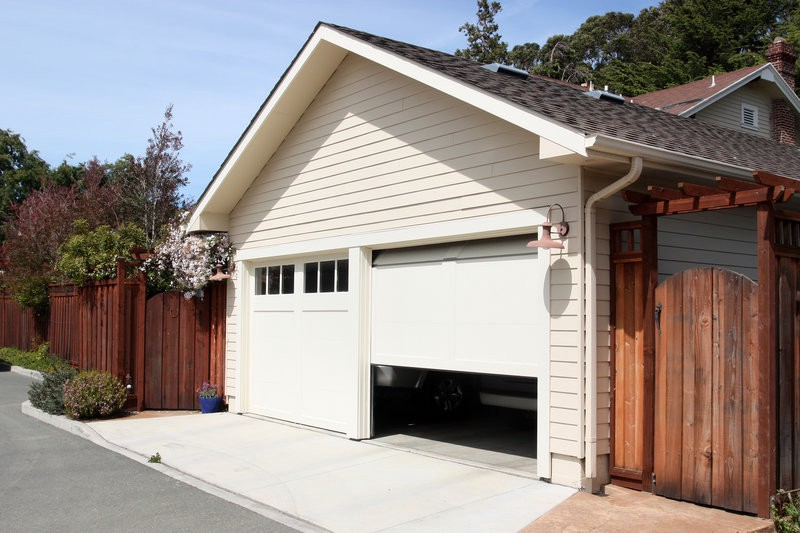 The dangers of diy garage door repair rs erection of vallejo inc repairing your garage door by yourself might look easy but it can be incredibly dangerous click here to read about the dangers of diy garage door repair solutioingenieria Gallery