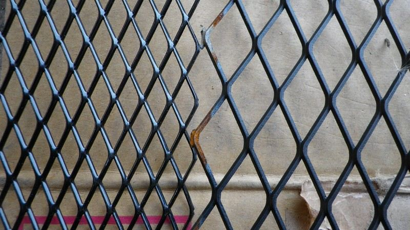 Difference That Separates Welded Wire Mesh and Chain Link Fence