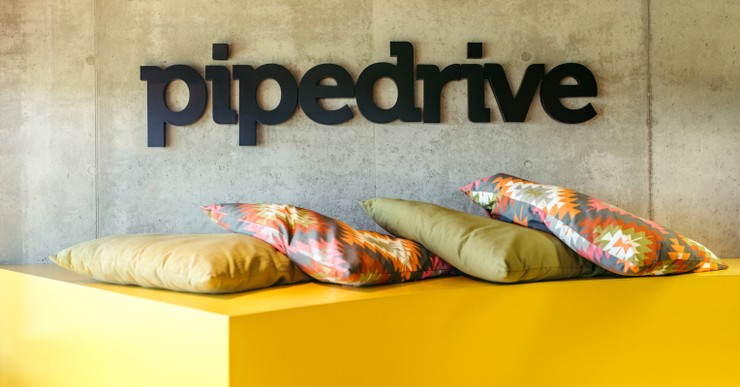 Pipedrive wall logo