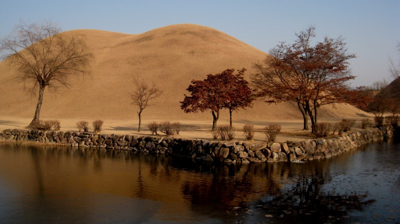 Photo of Gyeongju Silia Burial Mounds by Rick Cox - https://www.flickr.com/photos/rickcox/