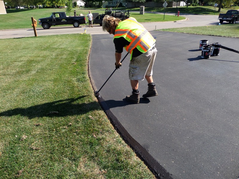 Give a new look to your driveway with asphalt driveway repair you dont always have to call a professional contractor and prepare your wallet for the worst as the words asphalt repair sounds daunting enough at first solutioingenieria Image collections