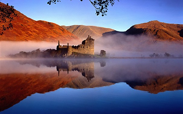 Beautiful-Dusk-Picture-of-Kilchurn-Castle-in-Scotland