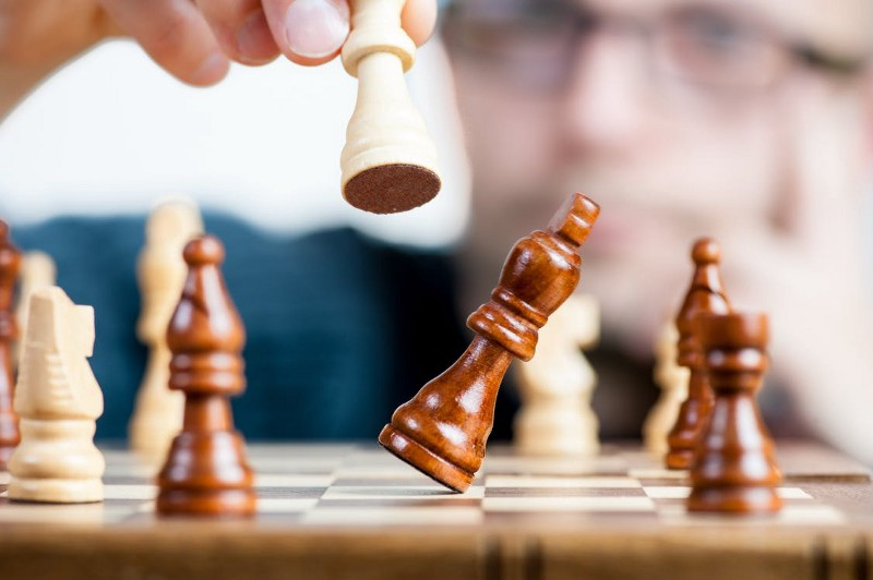 kind knocked off chessboard, how grandmasters make better decisions