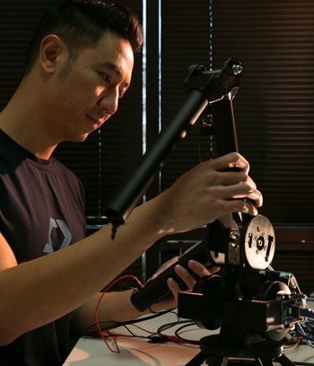 thuc vu working with a robotic arm