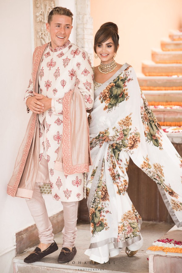 Influencer @diipakhosla & husband wore the color Ivory for their mehendi