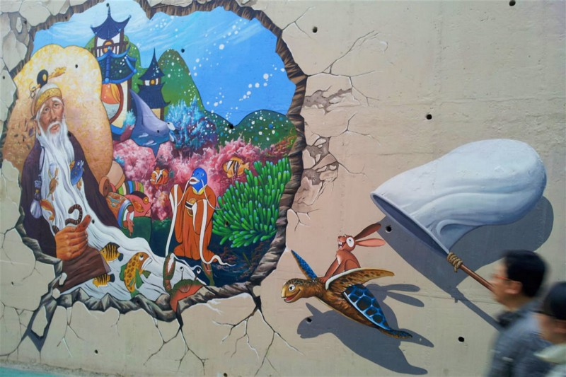 Fairytale mural for a fairytale village in Songwol-dong. Image by Trent Holden / Lonely Planet
