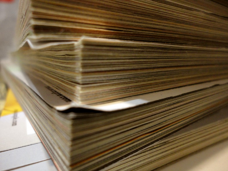 Image of a paper pile to pose as the Brazilian bureaucracy