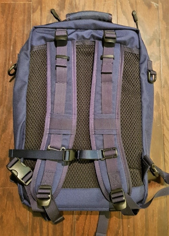 420b9325e1 The DSPTCH Bookcase (left) has relatively straight straps while the  Boundary Prima (middle) has contoured straps. Ucon Acrobatics bags (right)  all have ...