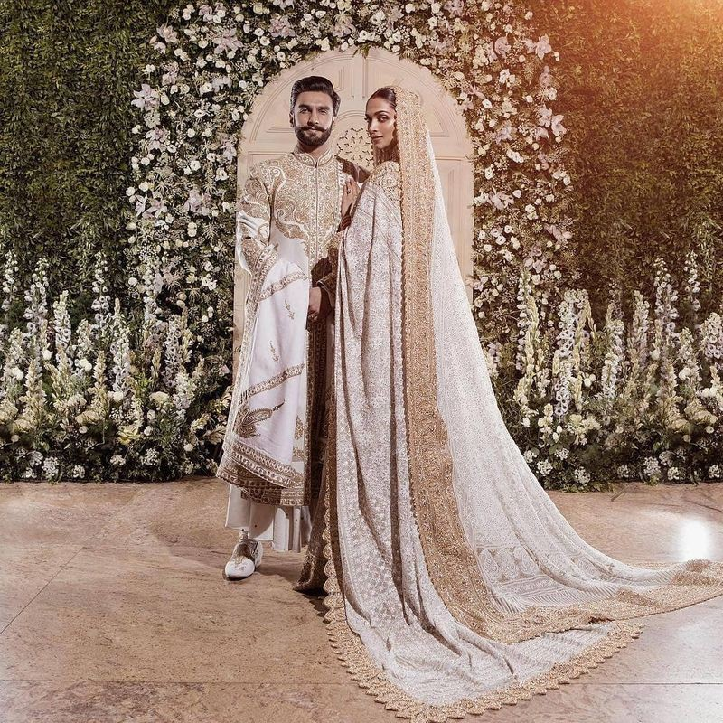 Ranveer & Deepika at their reception in Abu Jani Sandeep Khosla