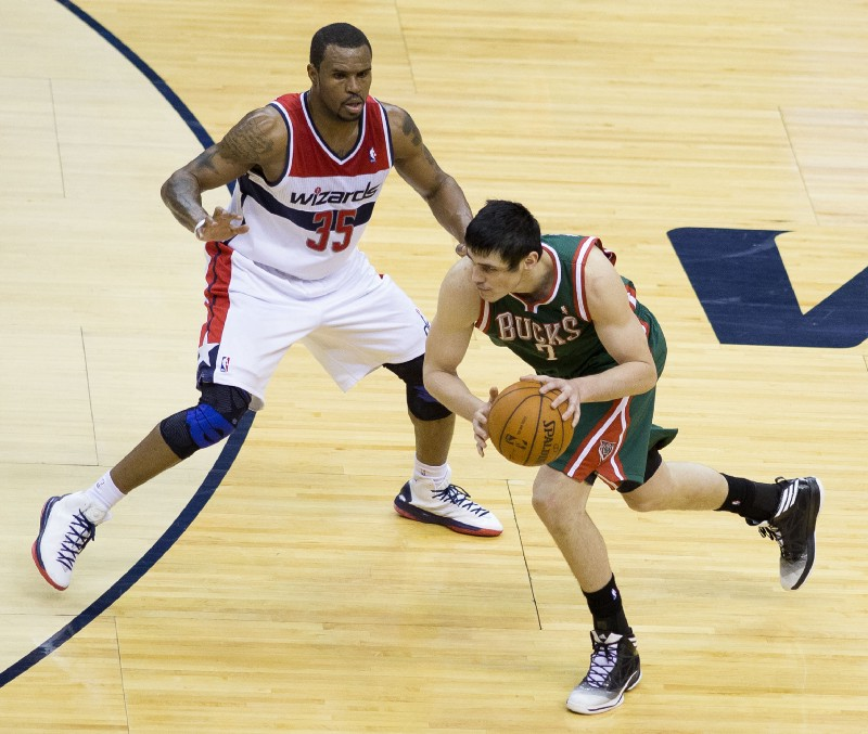 Sixers trade Ersan Ilyasova to Hawks for Tiago Splitter, picks