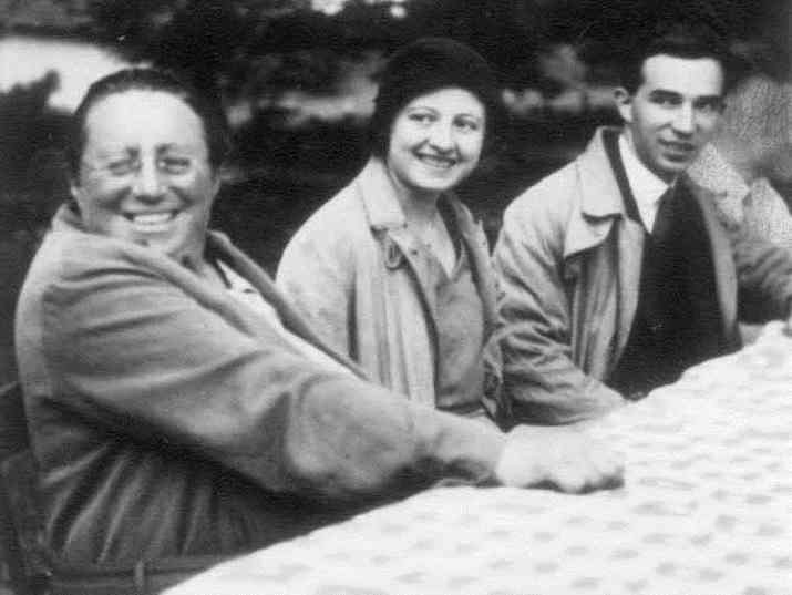 Professor Emmy Noether (on the left) with mathematicians at Göttingen, Spring 1931. (Emmy Noether Mathematical Institute)