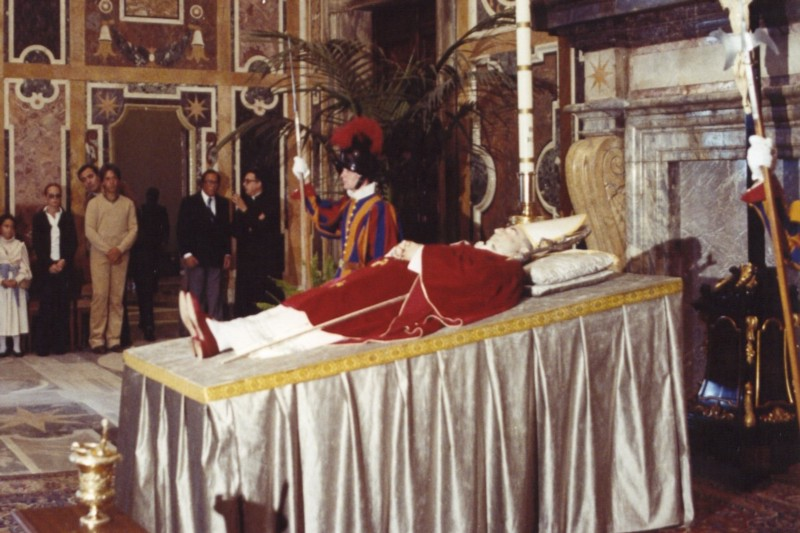 The dead pope laying in state