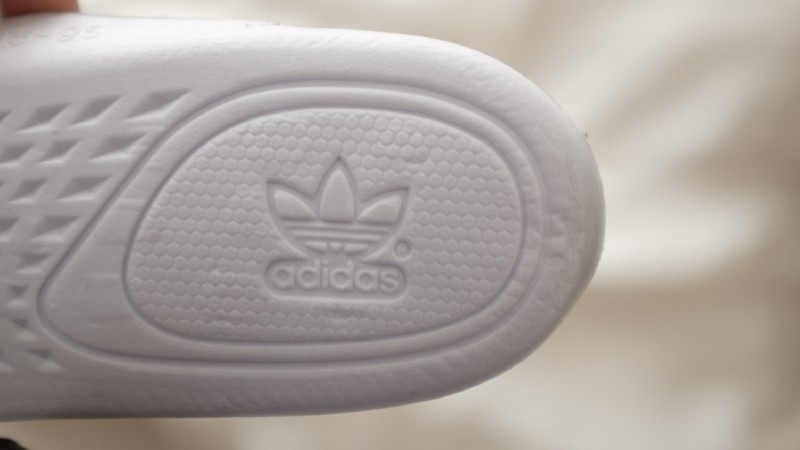 competitive price eb347 dbf6a ... Right Beluga V2    Fakes will have the R almost fused with the Logo,  also note the thickness spacing of the indentation around the adidas logo.