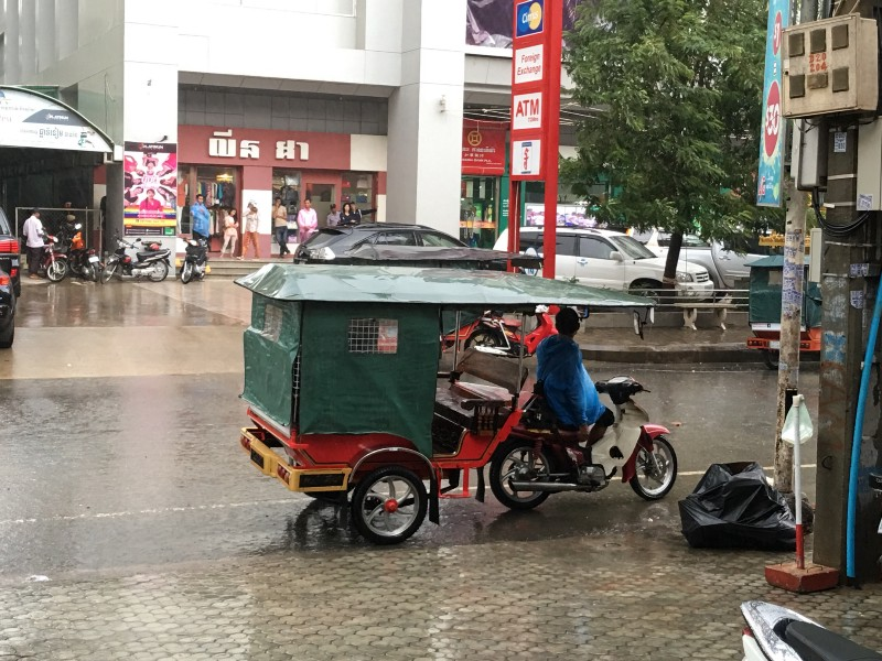 Tuk Tuk Autos in Phnom Penh provide quick and easy access for only $1.