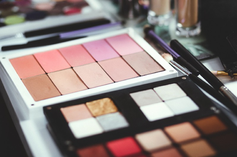What Choosing and Applying Eyeshadow Can Teach us About Coding