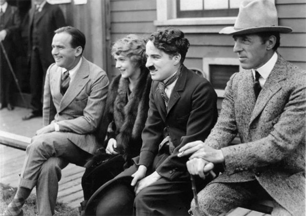 I fondatori della United Artists (da sinistra): Douglas Fairbanks, Mary Pickford, Charlie Chaplin e il regista D.W. Griffith.
