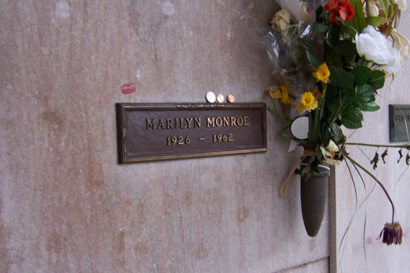 Marilyn Monroe's grave in Los Angeles