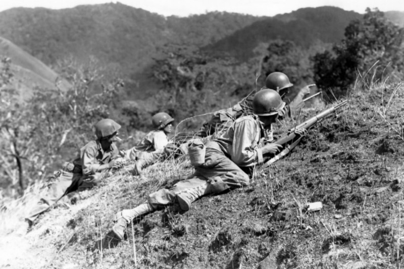 American troops close in on Japanese troops in the Philippines in 1945