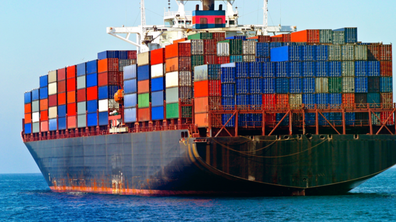 A Beginner-Friendly Introduction to Containers, VMs and Docker