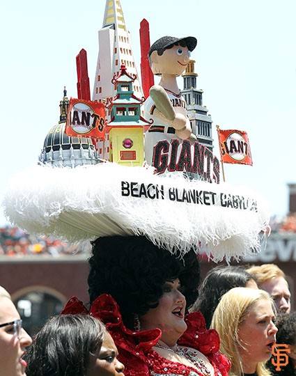 The Giants Paid Tribute Today To Steve Silver S Beach Blanket Babylon Celebrating Their 40 Year Run