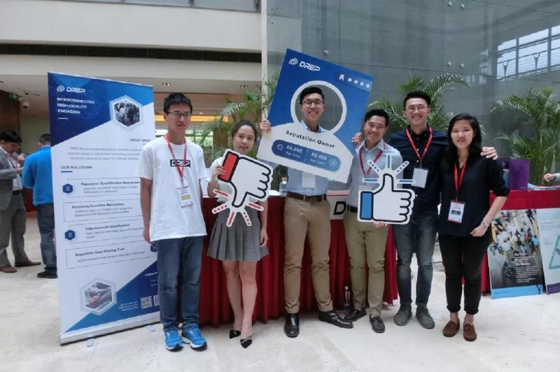 Group photo of team Wild Cats and DREP's co-founder Momo Chang