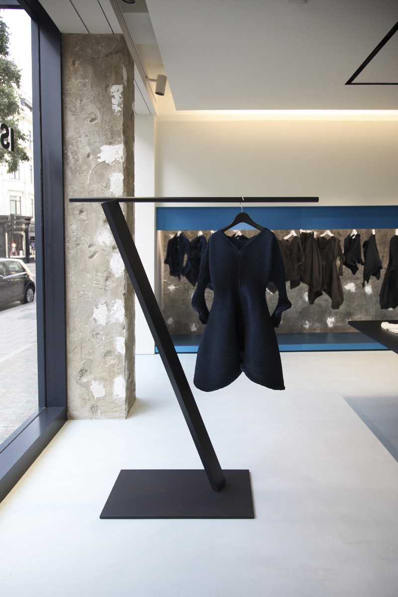 issey miyake london flagship store by tokujin yoshioka. Black Bedroom Furniture Sets. Home Design Ideas