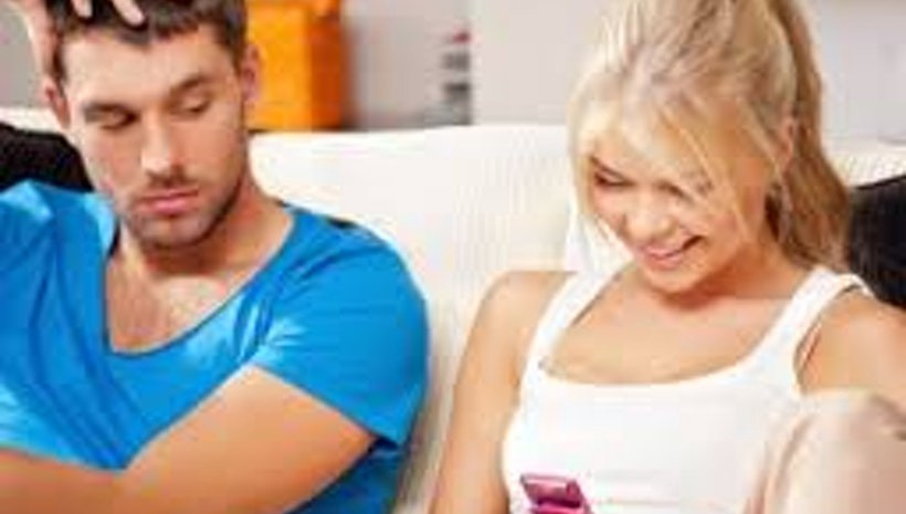 what are signs of jealousy in a relationship