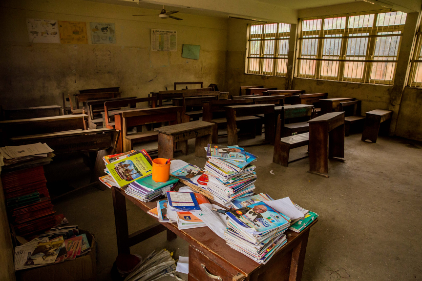 An empty classroom with books in a Primary School in Lagos, Nigeria, on 22nd May, 2020. Photo: Arete / Damilola Onafuwa / WFP