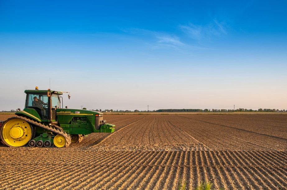 from product to platform john deere revolutionizes farming